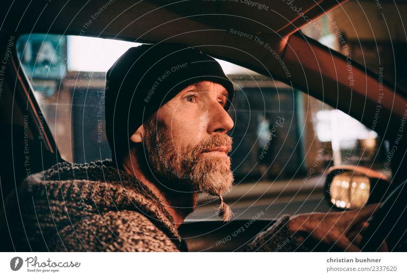 nightdriver Freude Mann Erwachsene 45-60 Jahre Autofahren PKW Coolness Optimismus achtsam Abenteuer Einsamkeit einzigartig Energie erleben Inspiration