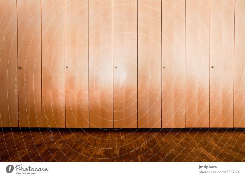 Schrankwand Holz braun Innenarchitektur hoch groß modern ästhetisch Möbel eckig Schrank Einbauschrank Schranktüren
