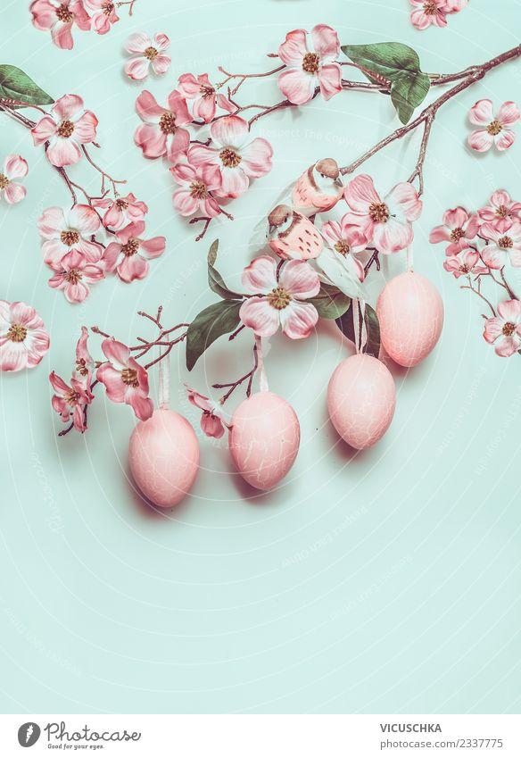 Hängende Ostereier und pastellrosa Blüten auf türkis blau schön Freude Hintergrundbild Frühling Stil Vogel Design Dekoration & Verzierung Kreativität Ostern