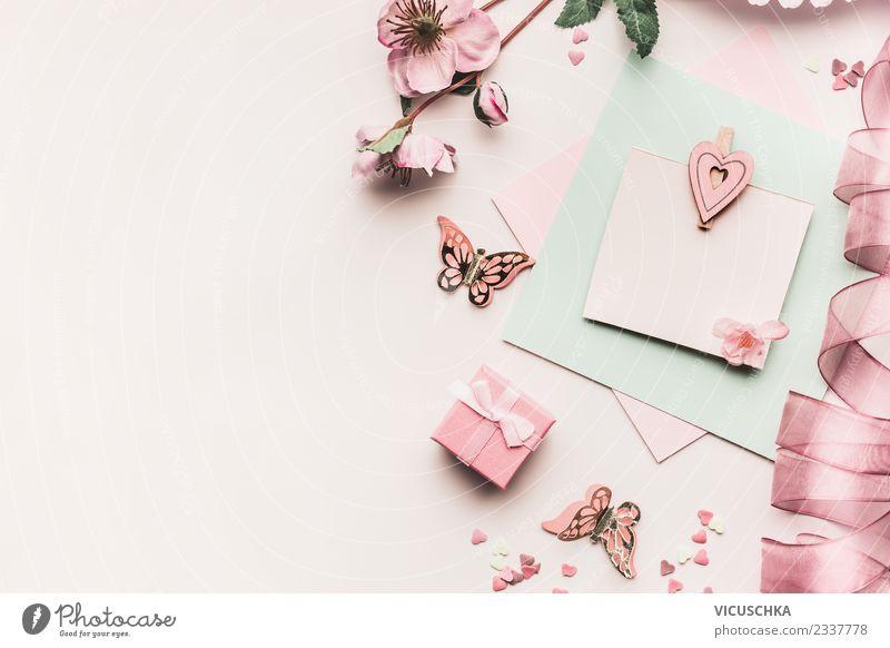Grußkarte mock up mit Blumen, Schleifen und Herz Stil Design Schreibtisch Feste & Feiern Valentinstag Muttertag Hochzeit Geburtstag Dekoration & Verzierung