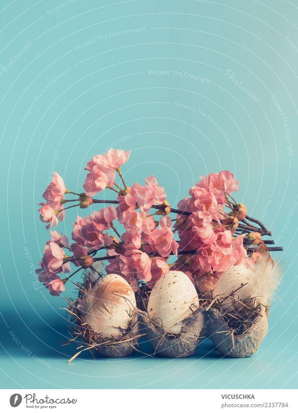 Ostereier im Kasten mit dekorativer Frühlingsblüte Stil Design Dekoration & Verzierung Ostern Blumenstrauß Zeichen blau rosa türkis weiß Tradition