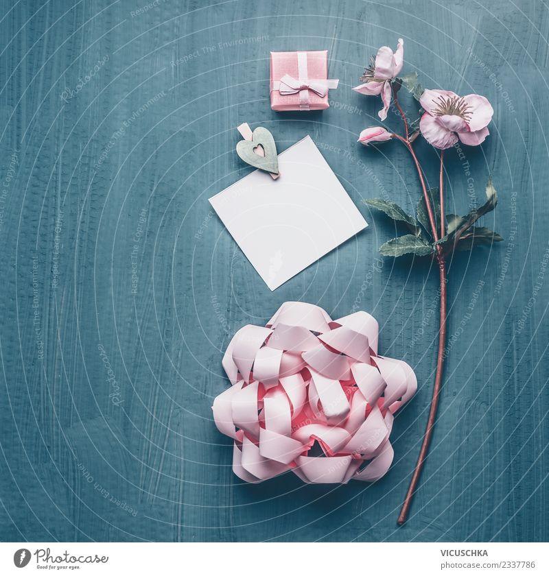 Grußkarte mit Blumen und Geschenk Stil Design Freude Dekoration & Verzierung Party Veranstaltung Valentinstag Muttertag Hochzeit Geburtstag feminin Blumenstrauß