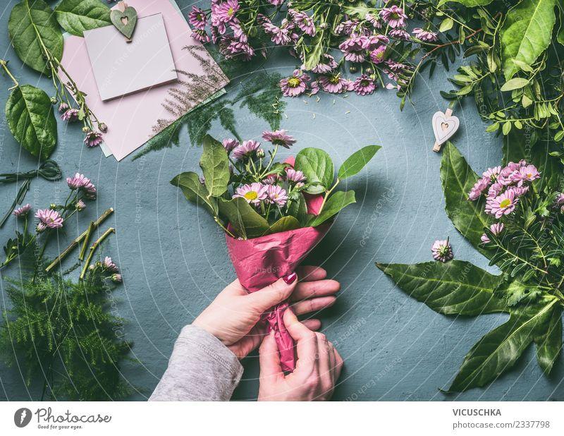 Blumenstrauß verpacken, Schritt für Schritt 3 Stil Design Tisch Veranstaltung Feste & Feiern Mensch feminin Frau Erwachsene Hand Rose Dekoration & Verzierung