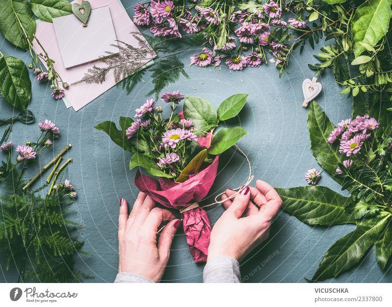 Blumenstrauß verpacken Schritt für Schritt 5 elegant Stil Design Freizeit & Hobby Sommer Tisch Veranstaltung Feste & Feiern Mensch feminin Frau Erwachsene Hand