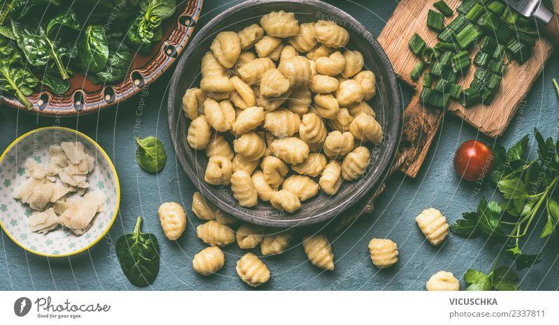 Gnocchi mit Spinat Lebensmittel Ernährung Bioprodukte Vegetarische Ernährung Diät Geschirr Teller Schalen & Schüsseln Stil Design Gesunde Ernährung