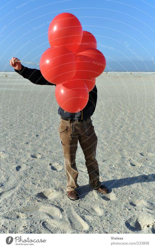 Spiekeroog | ...Ich hab sie wieder ;-) 1 Mensch Sand Schönes Wetter Strand Nordsee festhalten fliegen leuchten rot Luftballon Farbfoto Experiment unerkannt