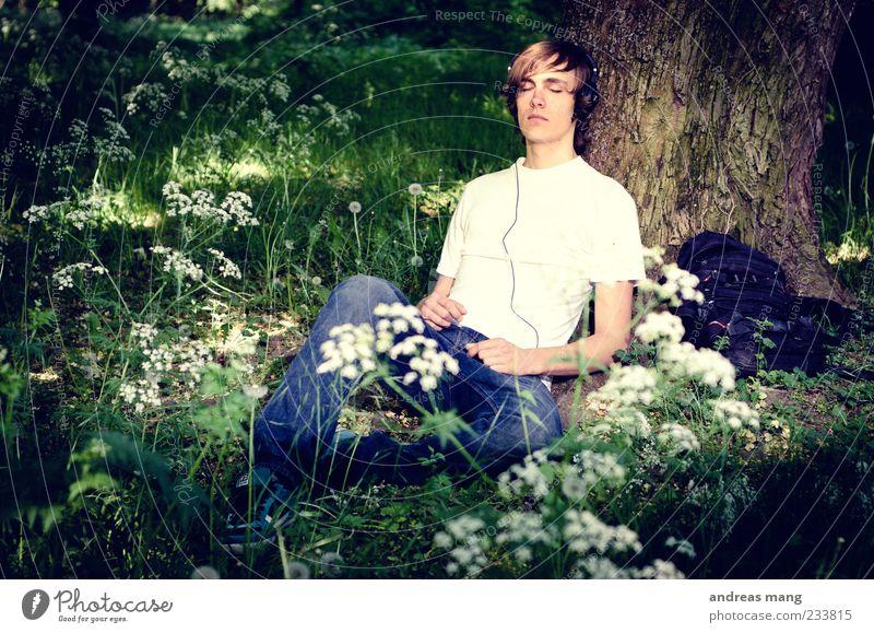 Me, Myself and Music MP3-Player Kabel Kopfhörer Junger Mann Jugendliche 1 Mensch Frühling Erholung genießen schlafen sitzen warten Glück Zufriedenheit