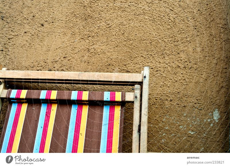 Sommerschlußverkauf Erholung Stuhl alt braun Stoff Liegestuhl Farbfoto Außenaufnahme Nahaufnahme abstrakt Muster Strukturen & Formen Menschenleer Tag mehrfarbig