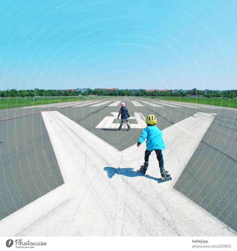 flugversuche Mensch Kind Himmel Mädchen Wiese Leben Sport Spielen Bewegung Junge Horizont Kindheit Feld Freizeit & Hobby Schönes Wetter Lifestyle