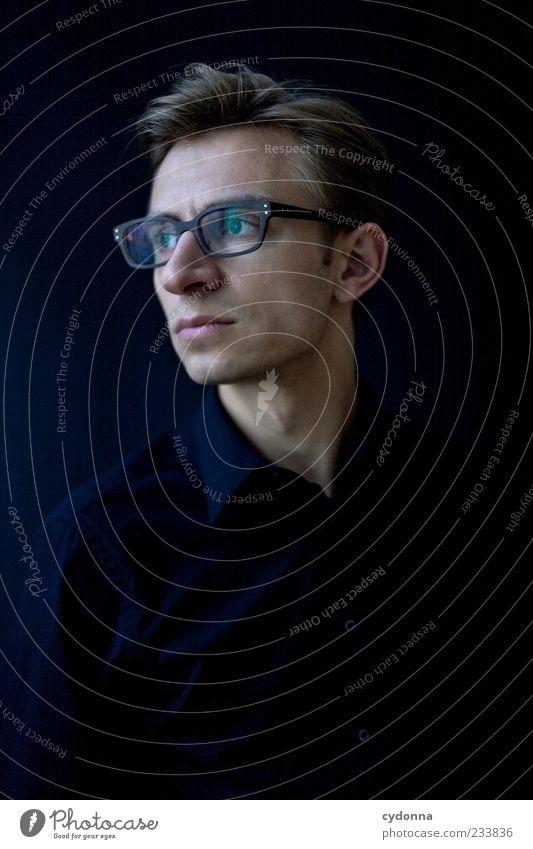 Alles bleibt anders Lifestyle elegant Stil Wohlgefühl Erholung ruhig Karriere Mensch Junger Mann Jugendliche 18-30 Jahre Erwachsene Hemd Brille Einsamkeit
