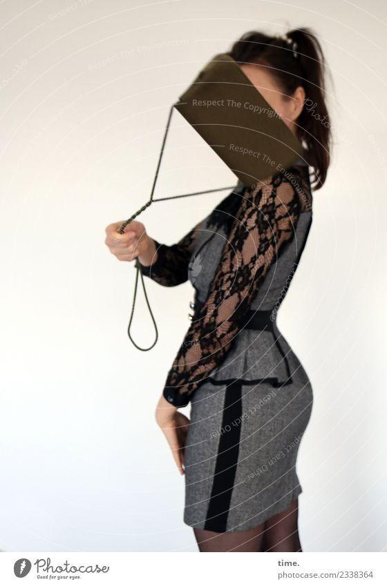 Mia Sport feminin Frau Erwachsene 1 Mensch Kleid Handtasche brünett langhaarig Zopf Bewegung drehen festhalten stehen frech schön wild Lebensfreude Coolness