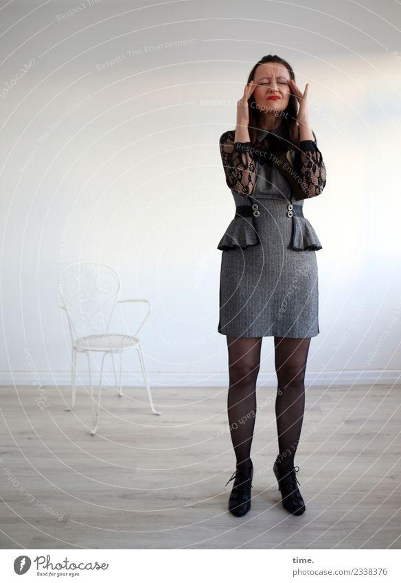 Mia Stuhl Raum feminin Frau Erwachsene 1 Mensch Kleid schwarzhaarig langhaarig berühren stehen warten elegant Leidenschaft Selbstbeherrschung Leben standhaft