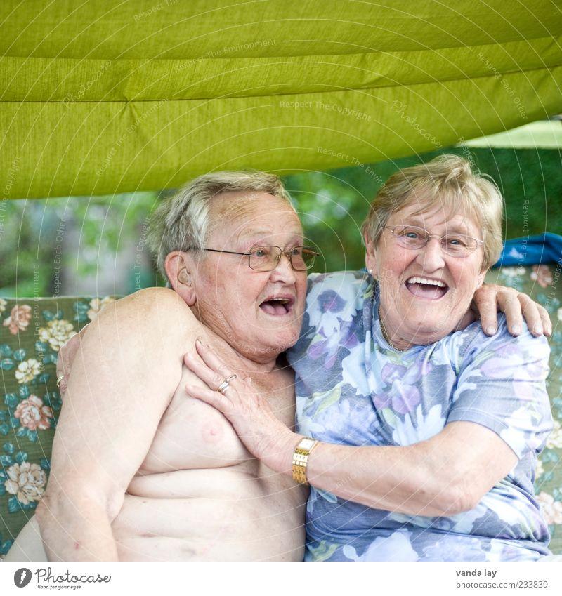 Sag mal Auto... Mensch Frau Mann alt Freude Erwachsene Liebe Senior lachen lustig Freundschaft Gesundheit Zusammensein maskulin Großmutter Brust