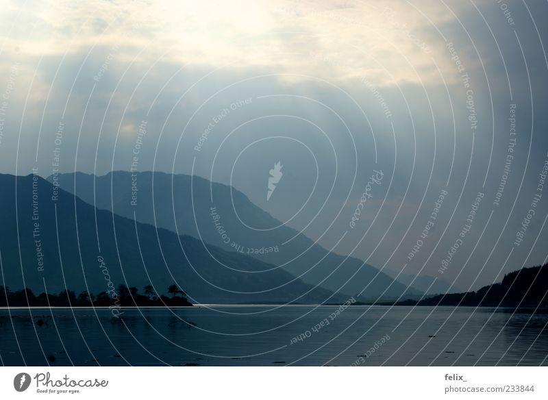 Loch Leven Landschaft Wasser Wolken schlechtes Wetter Seeufer dunkel groß blau schwarz Stimmung Natur Umwelt Schottland Farbfoto Außenaufnahme Menschenleer Tag