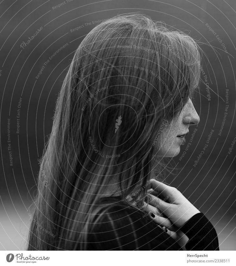 schön scheu Mensch feminin Junge Frau Jugendliche Erwachsene Kopf Haare & Frisuren Nase Lippen Finger 1 18-30 Jahre dunkel natürlich elegant Nagellack Profil