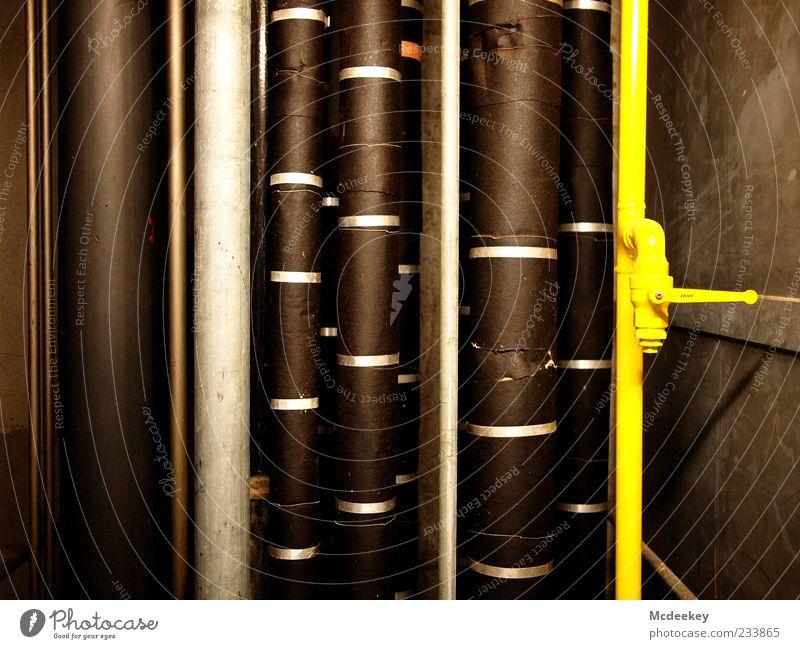 Vertikales Gewerbe Rohrleitung Röhren Technik & Technologie Industrie fest groß braun gelb grau schwarz silber weiß Linie vertikal Hebel Stahl