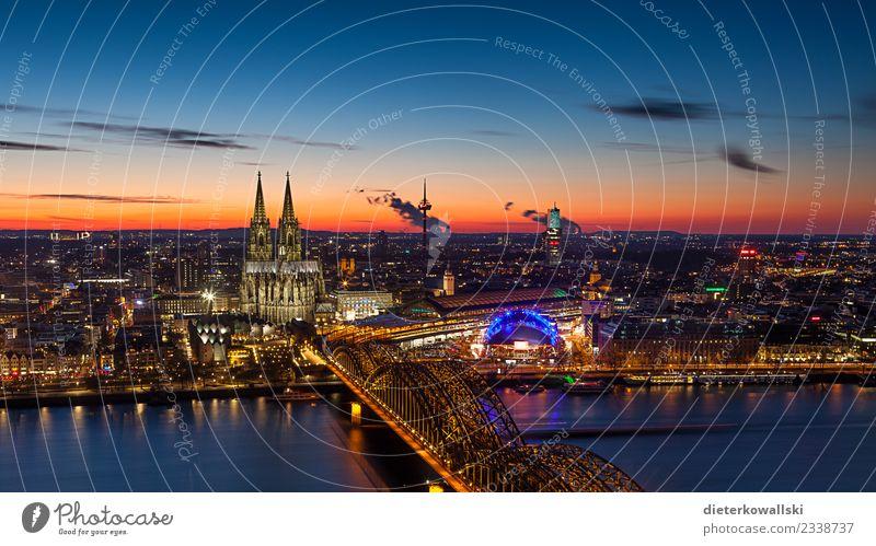 Skyline Köln Stadt Stadtzentrum Altstadt Kirche Dom Brücke Sehenswürdigkeit Wahrzeichen Denkmal alt schön Stimmung Heimat heimatlich Abenddämmerung Kölner Dom