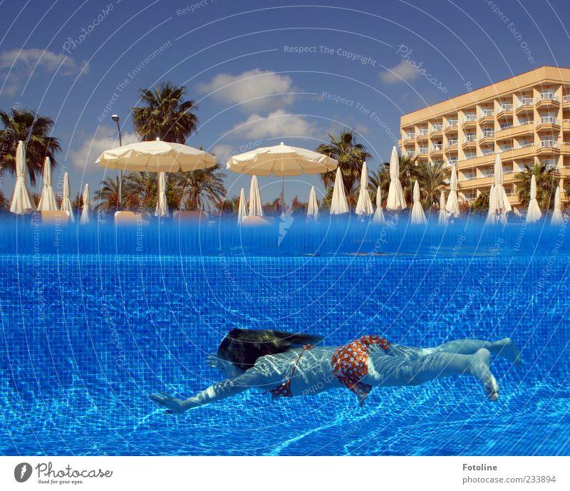 Hach schön wars! :-) Schwimmen & Baden Sommer Sommerurlaub Mensch Kind Mädchen Kindheit Leben Haut Haare & Frisuren Arme Hand Finger Beine Fuß hell nass blau