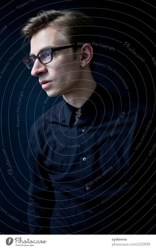 Ungläubig Lifestyle elegant Stil Erholung ruhig Karriere Mensch Junger Mann Jugendliche 18-30 Jahre Erwachsene Hemd Brille Erwartung Gefühle Idee Identität