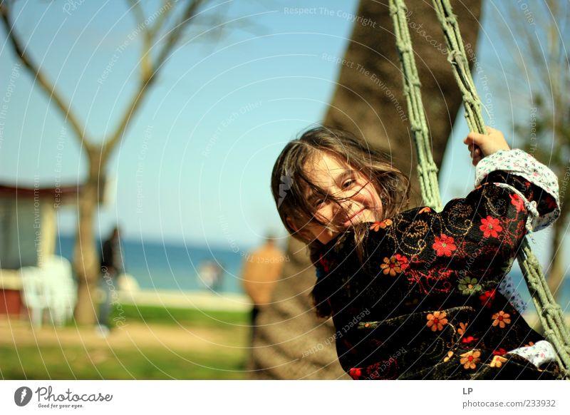 Schwingendes Lächeln Spielen Kinderspiel Mensch Mädchen Junge Frau Jugendliche Gesicht 1 8-13 Jahre Kindheit Blühend drehen genießen schaukeln frei frisch Glück