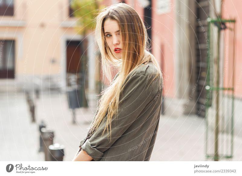 Junges blondes Mädchen in Freizeitkleidung im Freien Lifestyle Glück schön Haare & Frisuren Gesicht Leben Sommer Mensch feminin Junge Frau Jugendliche