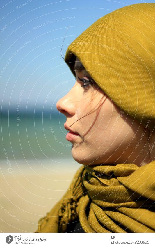 Mensch Jugendliche schön grün Junge Frau Einsamkeit ruhig feminin Kopf Mode träumen Zufriedenheit Perspektive Zukunft geheimnisvoll Frieden