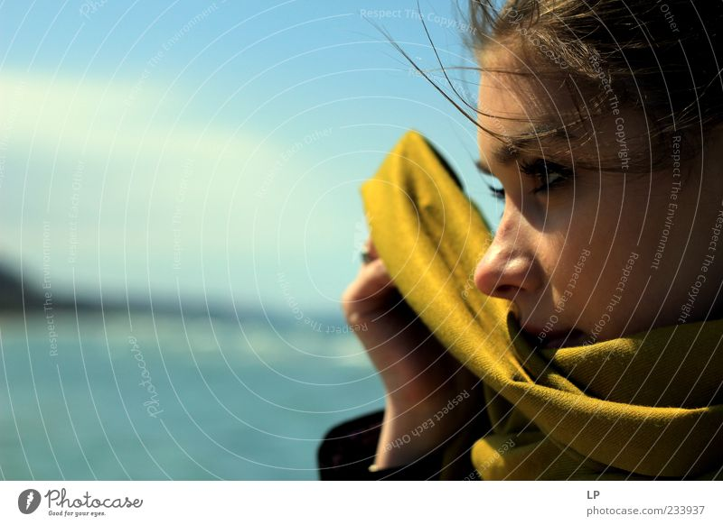 Mensch Jugendliche schön grün Junge Frau Ferne Gesicht Traurigkeit Gefühle feminin Zufriedenheit beobachten Neugier Schutz Hoffnung Sehnsucht