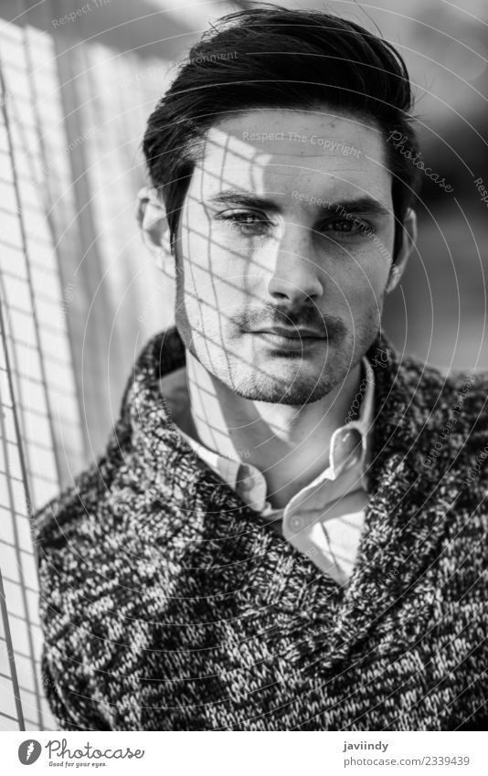 junger, gutaussehender Mann, Model der Mode, mit moderner Frisur Lifestyle Stil Haare & Frisuren Gesicht Mensch maskulin Junger Mann Jugendliche Erwachsene 1