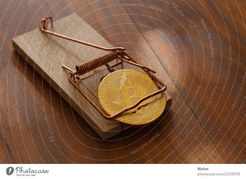 Bitcoin Kryptowährung Falle Geldmünzen physisch digital elektronisch Handel virtuell Gold Markt Internet Geldinstitut Symbole & Metaphern finanziell
