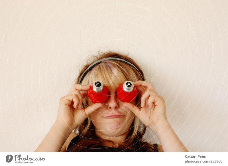 The Chameleon Theory Mensch Jugendliche Hand rot Freude Auge Junge Frau Kopf lustig Stimmung blond außergewöhnlich Mund verrückt Fröhlichkeit Lächeln