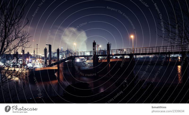 Schiff im Hafen Maschine Baumaschine Motor Energiewirtschaft Industrie Dorf Fischerdorf Stadt Hafenstadt Brücke Architektur Sehenswürdigkeit Schifffahrt