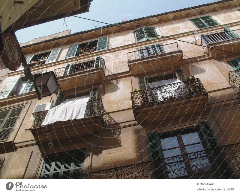 Hausfassade Haus Architektur Fassade historisch Mallorca Altstadt Häuserzeile südländisch