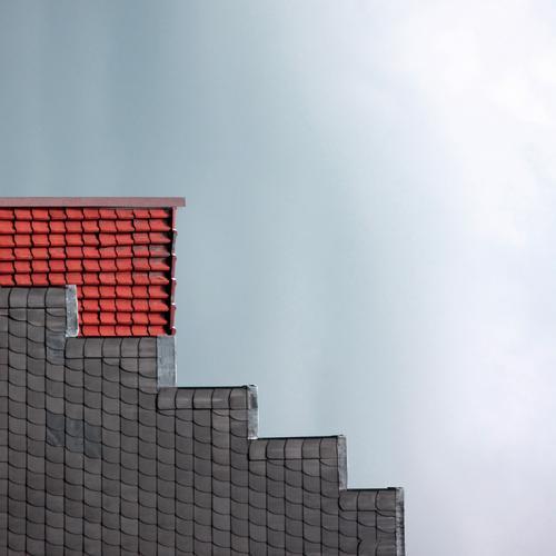 Giebeltetris Haus Fassade Dach außergewöhnlich eckig einfach Geometrie Tetris Dachgiebel Giebelseite Dachziegel Quadrat Treppengiebel Zickzack Architektur