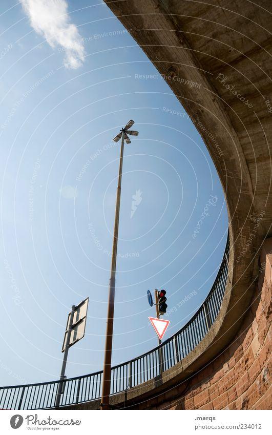 Kreisverkehr Himmel Ferien & Urlaub & Reisen Schilder & Markierungen Verkehr Brücke rund Schönes Wetter Straßenbeleuchtung Ampel gekrümmt Verkehrszeichen Perspektive himmelwärts