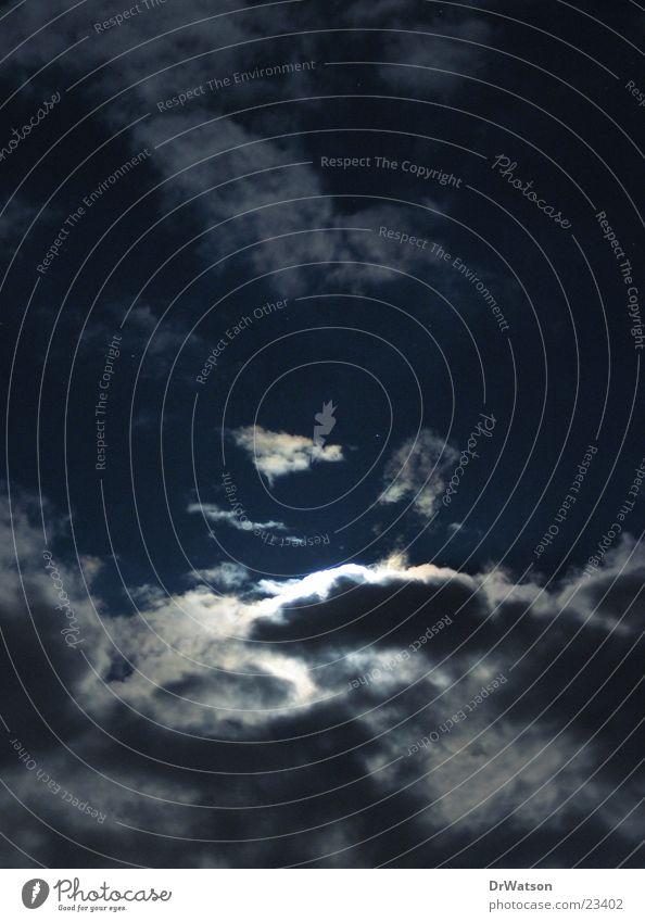Mond hinter Wolken Vollmond Nacht Geisterstunde Stimmung Langzeitbelichtung Himmel spukhaft