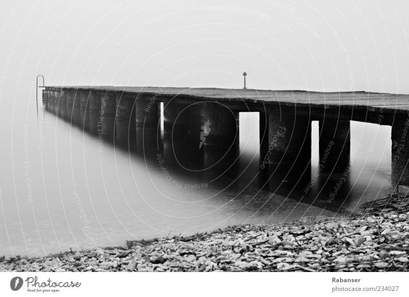 Morgengrauen Natur Wasser Ferien & Urlaub & Reisen Sommer Strand Umwelt dunkel Gefühle Holz Stein See Stimmung Nebel Beton Italien