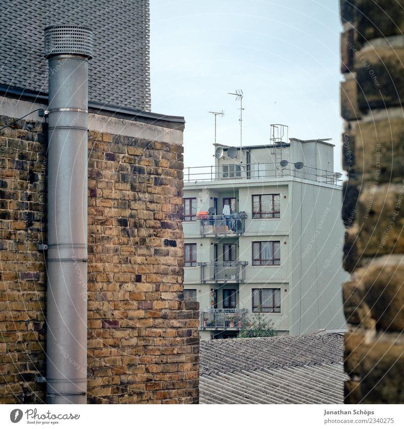 Wohnhaus in London Stadt Hauptstadt Stadtzentrum Stadtrand bevölkert überbevölkert Haus Bauwerk Gebäude Architektur Mauer Wand Fassade eckig Strukturen & Formen