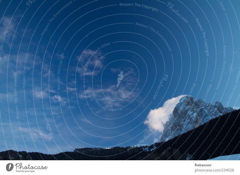Langkofel (Gröden) Umwelt Natur Landschaft Himmel Wolken Wetter alt Bekanntheit Alpen Dolomiten Südtirol Stein Wald groß Ferne kalt blau Polarisation Baum