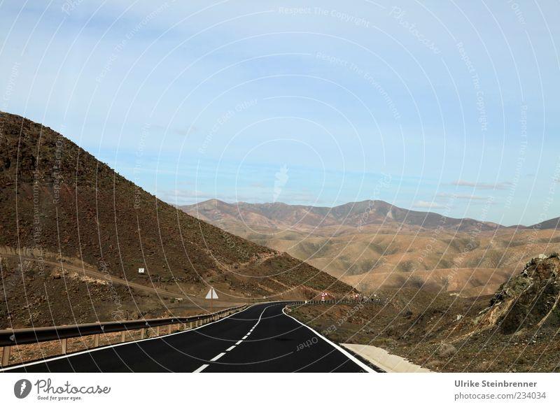 Um Vulkane kurven Ferne Berge u. Gebirge Natur Landschaft Erde Schönes Wetter Pflanze Sträucher Moos Hügel Felsen Insel Fuerteventura Spanien Verkehr