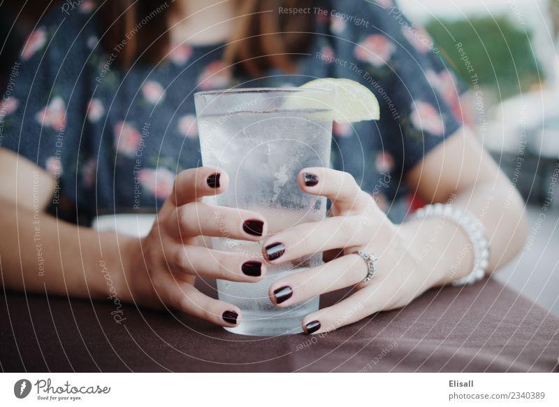 Hydrat Lifestyle Gesundheit Gesunde Ernährung Wellness Wohlgefühl Mensch Frau Erwachsene 1 18-30 Jahre Jugendliche frei frisch kalt lecker trinken Trinkwasser