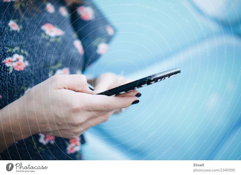 Mit dem Handy Lifestyle Freizeit & Hobby Technik & Technologie Telekommunikation Informationstechnologie Internet Kommunizieren Kontakt Dienstleistungsgewerbe