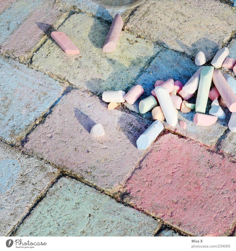 Bunt Farbe Wege & Pfade Kindheit Freizeit & Hobby Kreativität malen zeichnen Kreide Fuge Pflastersteine Strassenmalerei
