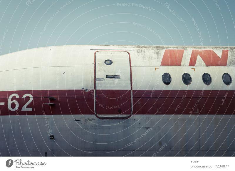 Check Himmel Ferien & Urlaub & Reisen alt rot Flugzeugfenster fliegen dreckig Luftverkehr Streifen retro Buchstaben Ziffern & Zahlen Typographie Nostalgie