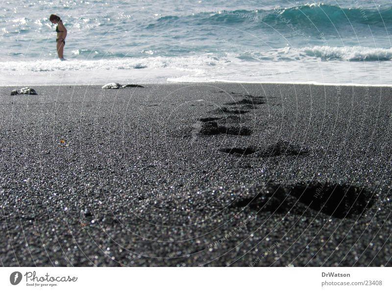 Spuren im Sand Fußspur Strand Meer Schwimmen & Baden Wasser