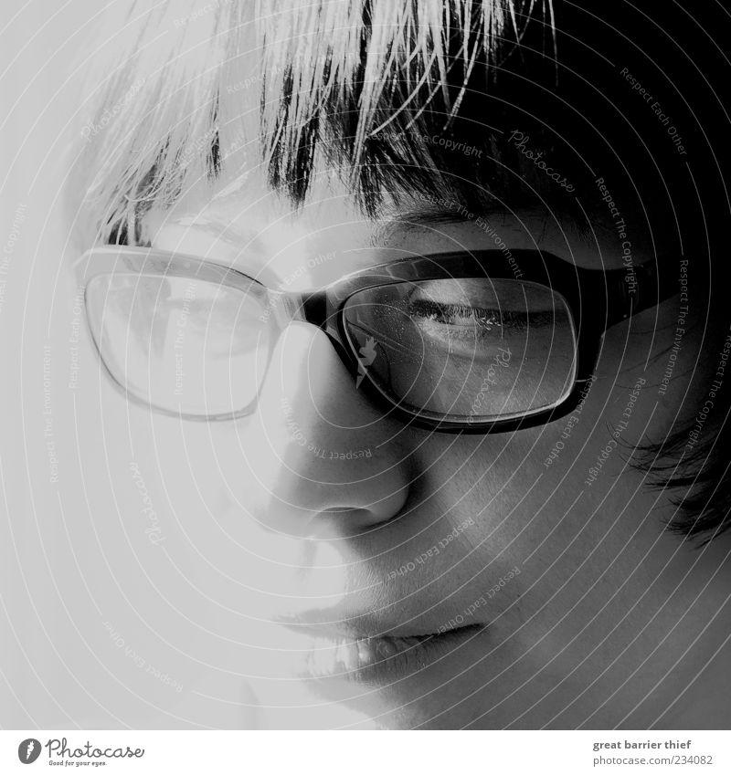 Alle Katzen sind grau - Das Heilmittel Mensch Frau Jugendliche Gesicht Erwachsene Auge feminin Gefühle grau Kopf Haare & Frisuren Stimmung Mund authentisch Brille 18-30 Jahre