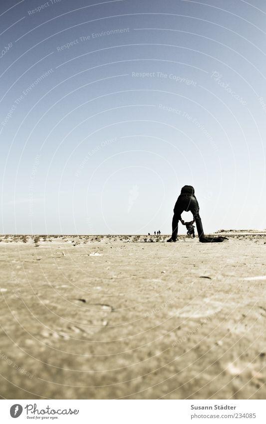 Spiekeroog | the Making of Sand Körper maskulin außergewöhnlich Boden Nordsee Fotograf Fotografieren Wolkenloser Himmel Dürre Mensch Wattenmeer Rucksack Meer