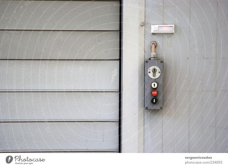 Roll on Wand grau Mauer Gebäude Metall Tür Arbeit & Erwerbstätigkeit Fassade geschlossen Beton Industrie Technik & Technologie Güterverkehr & Logistik einfach