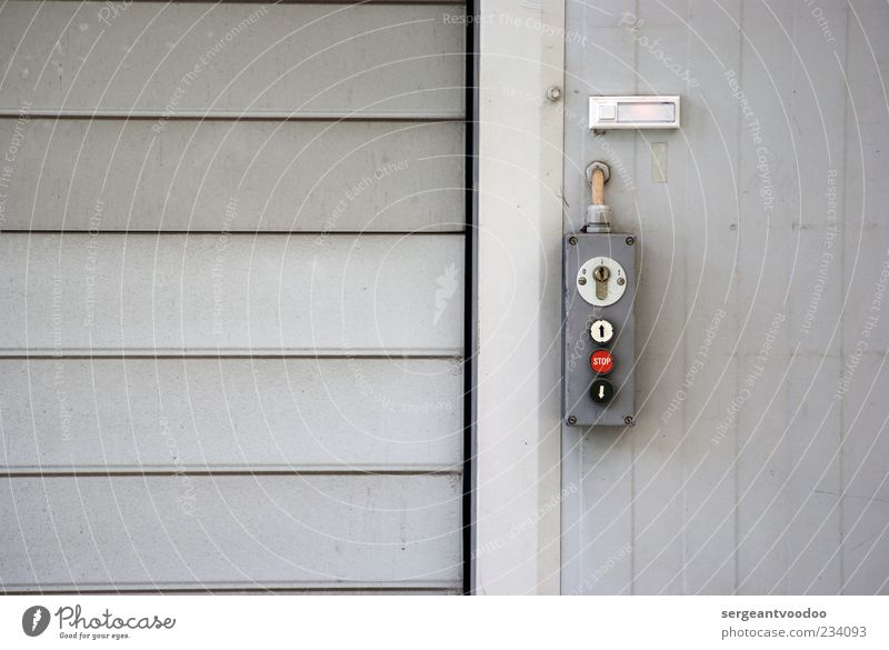 Roll on Wand grau Mauer Gebäude Metall Tür Arbeit & Erwerbstätigkeit Fassade geschlossen Beton Industrie Technik & Technologie Güterverkehr & Logistik einfach Fabrik stark