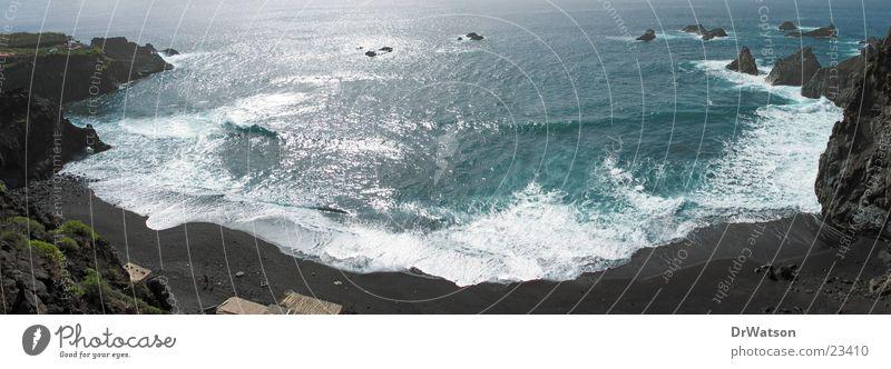 Allein am Strand Wasser Meer Sand Wellen Felsen Bucht Brandung Sandstrand