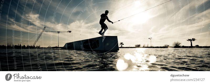 Jackson Lifestyle Freude Freizeit & Hobby Sport Wassersport Sportler Wakeboarden Wasserskianlage maskulin Mann Erwachsene Farbfoto Gedeckte Farben Außenaufnahme